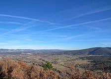 Ландшафт сельской местности Provancal на времени захода солнца в зиме, Воклюз, Провансали, южной Франции, Европе стоковое фото rf