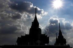 Ландшафт, статуя, большое Guanyin, на предпосылке неба, красивая архитектура стоковые фотографии rf