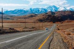Ландшафт с красивой пустой дорогой горы предпосылка больше моего перемещения портфолио Шоссе на горах стоковая фотография rf