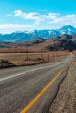 Ландшафт с красивой пустой дорогой горы предпосылка больше моего перемещения портфолио Шоссе на горах стоковые фотографии rf