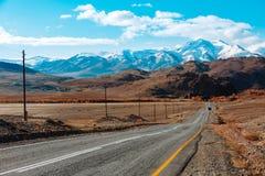 Ландшафт с красивой пустой дорогой горы предпосылка больше моего перемещения портфолио Шоссе на горах стоковое изображение rf