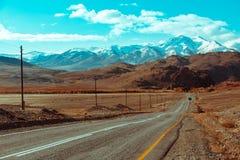 Ландшафт с красивой пустой дорогой горы предпосылка больше моего перемещения портфолио Шоссе на горах стоковое фото rf