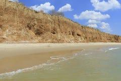 Ландшафт с морем и красивым берегом глины Стоковое Фото