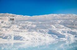 Ландшафт травертина складывает террасы вместе известняка в Pamukkale, Стоковая Фотография