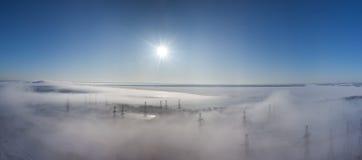 ландшафт тумана земли над зимой панорамы стоковые фото