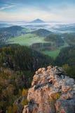 Ландшафт утра утесистых гор Стоковые Изображения RF
