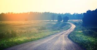 Ландшафт фантазии с дорогой асфальта исчезая в расстояние стоковая фотография rf