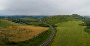 Ландшафт холма, аграрное поле стоковое фото