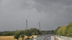 Ландшафт, шоссе, автомобили, 2 ветрогенератора сток-видео