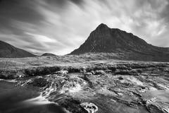 Ландшафт Шотландии черно-белый Известные достопримечательности и назначение ориентиров в природе Шотландии r стоковое фото rf