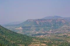 Ландшафт Dhar долины гор леса стоковые фотографии rf