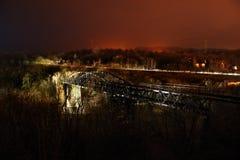 Ландшафт Nighty с покинутым историческим железнодорожным виадуком через реку Ohre около города Kadan Стоковая Фотография RF