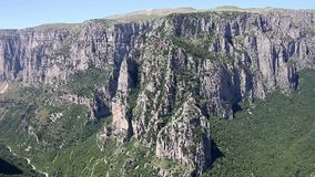 Ландшафт Zagoria ущелья Vikos сток-видео