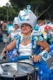ЛАНСАРОТЕ, ИСПАНИЯ - 12-ое февраля: Женщина в костюмах масленицы на Gr Стоковая Фотография