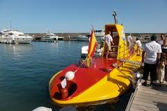 ЛАНСАРОТЕ, КАНЕРЕЙКА ISLANDS/SPAIN - 10-ОЕ АВГУСТА: Желтая подводная лодка o Стоковая Фотография RF