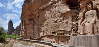 ЛАНЬЧЖОУ, ПРОВИНЦИЯ ГАНЬСУ, †КИТАЯ «ОКОЛО май 2017: Статуя Будды на месте всемирного наследия ЮНЕСКО виска пещеры Bingling Стоковые Изображения