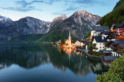Ландшафт Австрии Альпов, Hallstatt на ноче Стоковые Фото