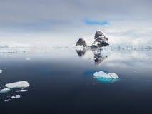 Ландшафт айсберга Антарктики голубой Стоковые Изображения RF