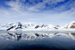 Ландшафт, айсберги, горы и океан Антарктики Стоковое Фото