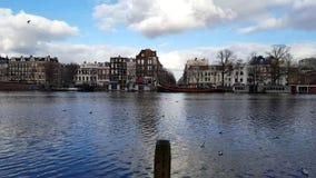 Ландшафт Амстердама с другой стороны воды сток-видео