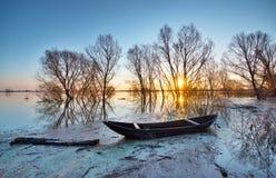 Ландшафт весны с деревянной шлюпкой Стоковое Изображение