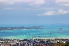 Ландшафт взгляда высокого угла красивый стороны моря залива и города Стоковая Фотография RF