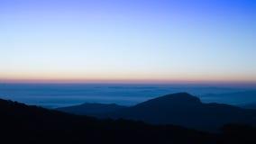 Ландшафт восхода солнца и горы стоковые фотографии rf