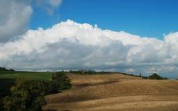 Ландшафт в Тоскане в осени стоковые фотографии rf