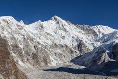 Ландшафт горного пика Cho Oyu на ясный день Стоковые Фото