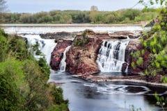 Ландшафт горы водопада под голубым небом Стоковые Фото