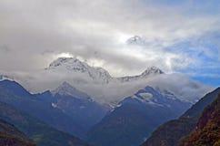 Ландшафт горы в Гималаях Annapurna южное, пик Hiun Chuli, Непал, взгляд от Landruk Стоковое Изображение RF