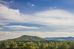 Ландшафт горы в небе раннего утра с облаками Стоковые Изображения RF
