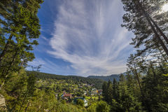 Ландшафт горы в небе раннего утра с облаками Стоковое Изображение RF