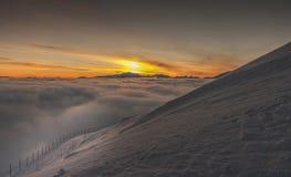 Ландшафт горы зимы на заходе солнца Tatry Стоковые Изображения