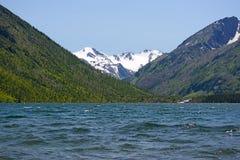 Ландшафт горы с озером в Altai, России Стоковые Изображения RF
