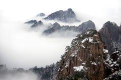 Ландшафт горы с туманом Стоковая Фотография RF