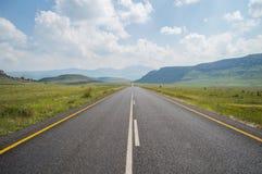 Ландшафт горы с шоссе в гористых местностях золотого строба стоковые фото