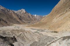 Ландшафт горы Karakorum на всем пути к K2 базовому лагерю, k Стоковое Фото