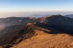 Ландшафт гор утра живописный с темнотой Стоковое Изображение RF