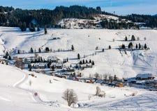 Ландшафт деревни зимы в черном лесе, Германии Стоковая Фотография