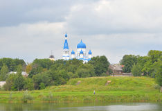 Ландшафт лета и собор Pokrovsky Стоковое Изображение