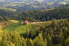 Ландшафт лета сельский в прикарпатских горах Стоковая Фотография RF