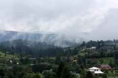 Ландшафт лета с красивыми горами Стоковые Фотографии RF
