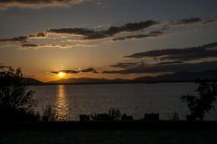 Ландшафт захода солнца в озере Стоковые Фотографии RF
