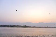 Ландшафт захода солнца озера Inle, Шани, Мьянмы Стоковые Изображения RF