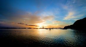 Ландшафт захода солнца El Nido Стоковые Изображения RF