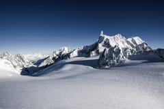 Ландшафт зимы горных вершин Стоковые Изображения RF