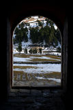 Ландшафт зимы изнутри часовни на долине Nuria стоковое фото rf