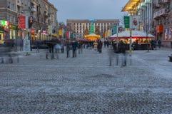 Ландшафт зимы на европейском бульваре на вечере выходных Стоковые Изображения