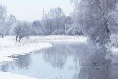 Ландшафт зимы на реке. Стоковые Фотографии RF